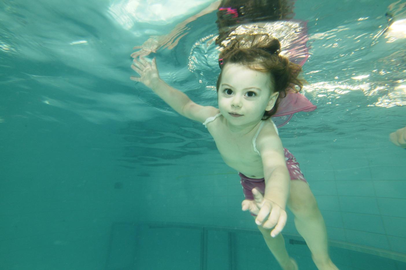 μωρά που κάνουν βουτιές! Baby Swimming υποβρύχια φωτογράφιση βρεφικής κολύμβησης - Ιχθείς Aqua Club - Baby Swimming Θεσσαλονίκη